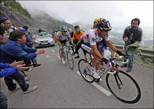 Team CSC-Saxo Bank rider Carlos Sastre, front, of Spain and Astana rider Levi Leipheimer of the U.S. cycle up the L'Angliru mountain during the 13th stageof the Tour of Spain between San Vicente de la Barquera and Alto del Angliru September 13, 2008.