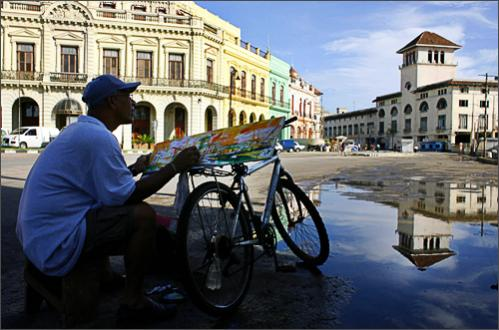 See more photography at Boston.com/photos Cuban artist Manuel Lopez paints a landscape of Old Havana, Sunday, Oct. 5, 2008.
