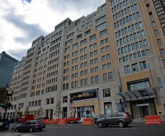 The Mandarin Oriental fills a gap on Boylston Street in the Back Bay with a mix of uses but it's not easy on the eyes.