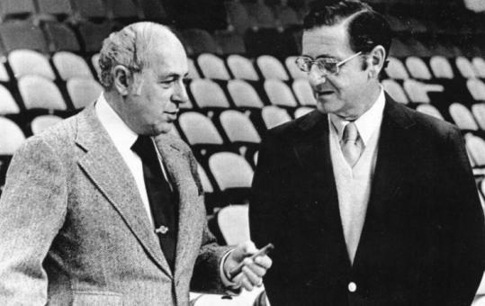 Red Auerbach and Harry Mangurian shared a moment during a practice at the Boston Garden. Mr. Mangurian owned the Celtics when the team won the title in 1981.
