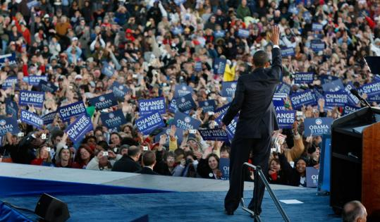 On the campaign trail in Leesburg, Va., yesterday, Senator Barack Obama said the next president cannot view the economy and the world stage in isolation.