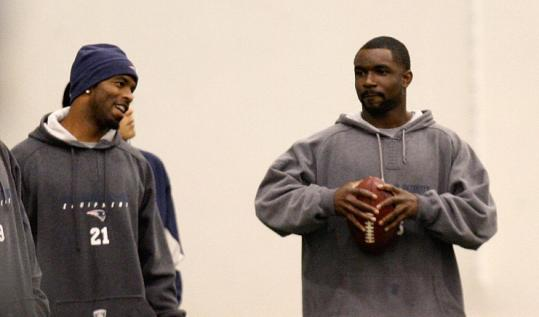 James Sanders (right) and Deltha O'Neal take a break on the sideline of the Patriots' walkthrough practice yesterday.