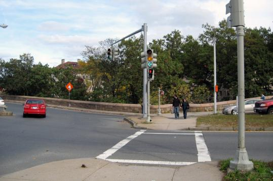 Until recently, pedestrians got mixed signals when they tried to cross at the Boylston Street-Bowker Overpass intersection in the Back Bay Fens.