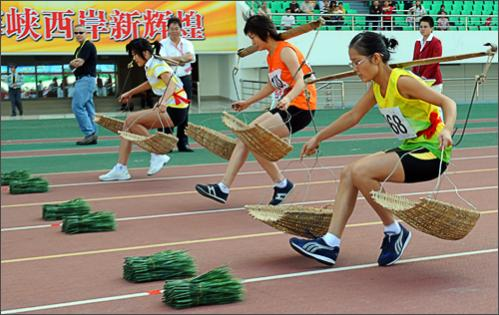 Chinese farmer run to collect rice seedlings during a rice planting race at the 6th National Peasants Games in the city of Quanzhou on October 28, 2008.