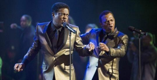 Bernie Mac (left) and Samuel L. Jackson as an oldies act.