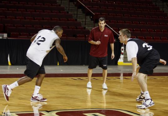First-year UMass coach Derek Kellogg is installing the offense Memphis's John Calipari favors.