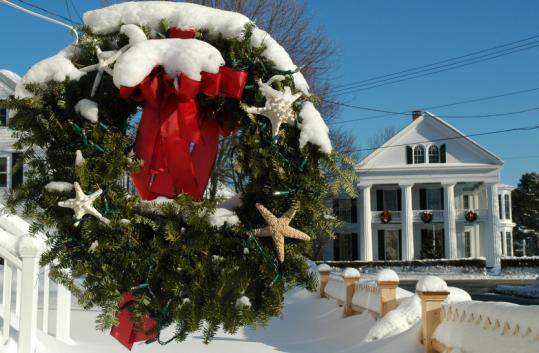 Kennebunkport, Maine, puts fine touches on it Christmas Prelude.