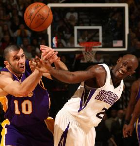 The Lakers' Vladimir Radmanovic (left) and Sacramento's Bobby Jackson battle for the ball in the Kings' win over Los Angeles.