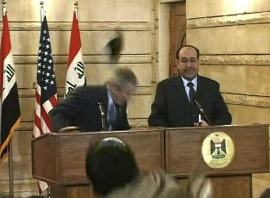 بوش والصحفي والحذاء