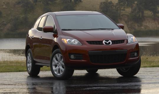 Mazda made a handful of minor cabin and styling tweaks in the 2009 edition of the CX-7, a smallish crossover vehicle that shares its turbo four-cylinder with the hot-rod Mazdaspeed3.