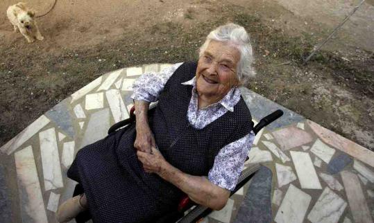 Maria de Jesus posed for a photographer in 2006 outside her house in Tomar, central Portugal. Mrs. de Jesus, who was born in 1893, died Friday.