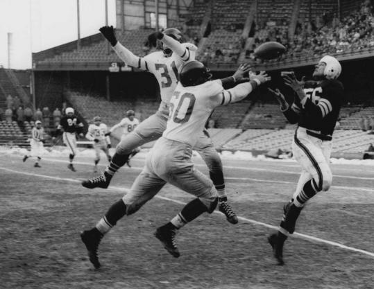 Cleveland Browns' Dante Lavelli (56) was on the receiving end of many passes from quarterback Otto Graham.