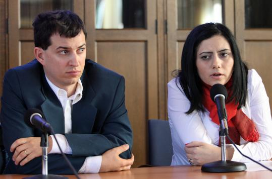 Roi Assaf of OneVoice Israel (left) and Nisreen Abdallah of OneVoice Palestine spoke this week at Harvard Divinity School, the first of several stops on a tour of New England schools.
