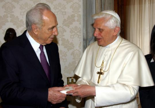 Benedict vists Israel Pres. Peres