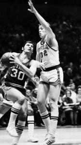 Howard Komives drove past Billy Cunningham of the Philadelphia 76ers. He played 10 seasons in the NBA.