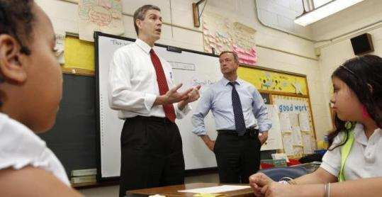 Secretary of Education Arne Duncan (left) and Maryland Governor Martin O'Malley addressed a class in Maryland.