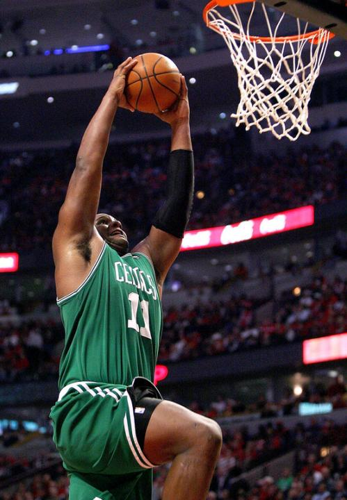 Following a steal and a fast break, Glen Davis slammed home two points.