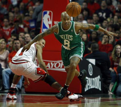 Derrick Rose was left in the dust as Stephon Marbury sprinted to track down a loose ball in the first half.