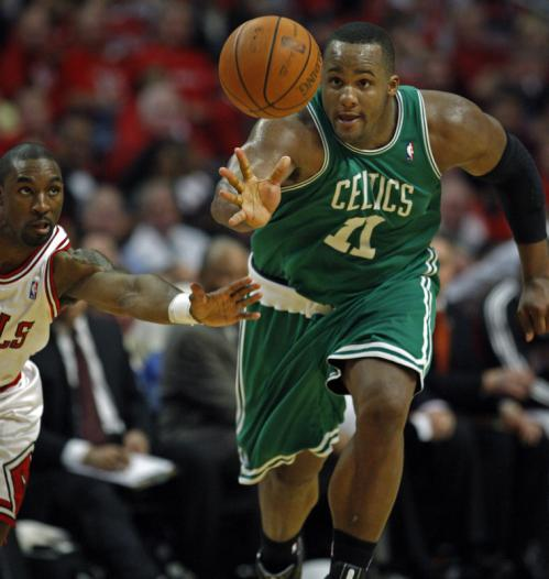 Glen 'Big Baby' Davis beat Chicago's Ben Gordon to a first-half loose ball.