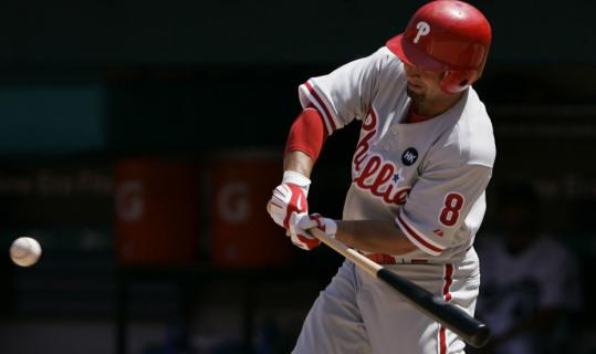 The Phillies' Shane Victorino got into the swing of things, driving in four runs to help Philadelphia finish off a sweep of the Marlins.
