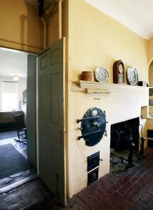 The 1807 Rundlet-May house's innovative Rumford fireplace featured a round-door roaster on the left, hangers for heavy kettles inside, and wooden coventry stew holes fueled by individual fireboxes below.
