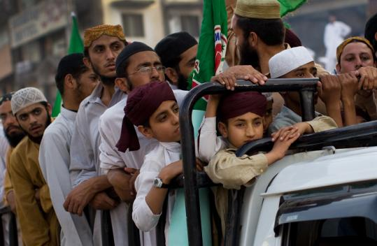 Supporters of the Sunni Tehreek party rallied against the Taliban yesterday in Peshawar, Pakistan.