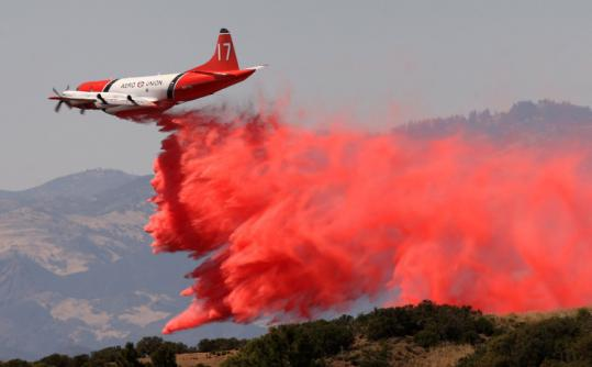 A firefighting air tanker yesterday dropped retardant to try to stop the advance of a wildfire near Santa Barbara, Calif.