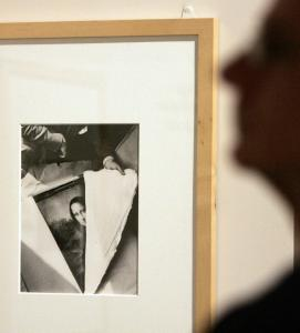 A visitor looked at a photo of the ''Mona Lisa'' being unpacked at the end of World War II.