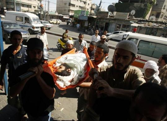 Palestinians carried the body of Palestinian militant Hani al-Tarabin during his funeral yesterday in the Gaza Strip.