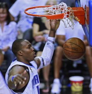 Magic center Dwight Howard had no trouble dunking Thursday, but free throws were a different story.