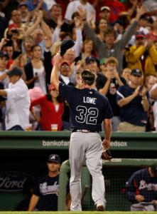 The Fenway crowd showed its admiration for former Sox hurler Derek Lowe after he got the hook in the seventh.