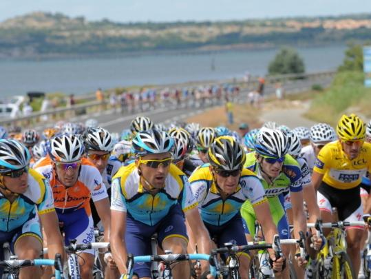 The lead pack was bunched tightly during stretches of the 122-mile fifth stage between Le Cap d'Agde and Perpignan.