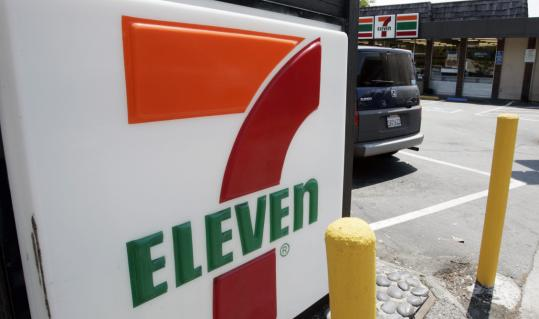 7-Eleven said more than 6,000 of its franchisees plan to collect 1 million customer signatures to deliver to Congress this fall.