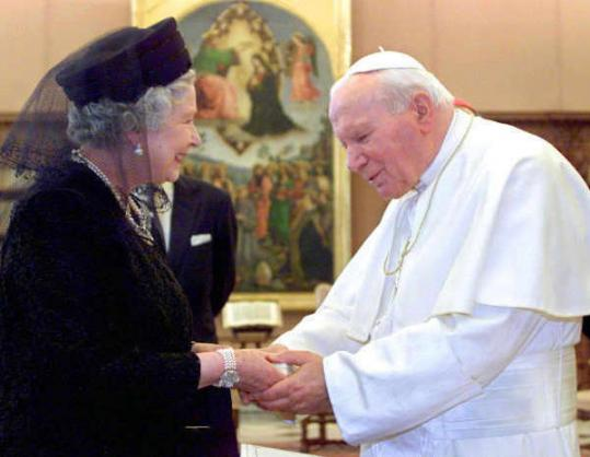 Queen Elizabeth II wore a veil when visiting Pope John Paul II.