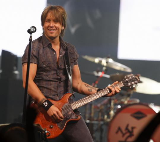Keith Urban played to a sold-out crowd at TD Garden last night, offering a diverse set and energized solos.