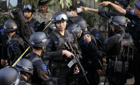 Indonesian police officers regrouped yesterday after a raid on a house where suspected terrorists were hiding. Authorities believe they killed one of the region's top terrorism suspects.