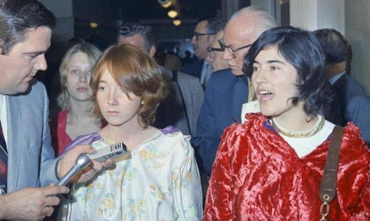 Lynette Fromme and Catherine Share outside the courtroom in the Los Angeles Hall of Justice after a hearing in 1970.