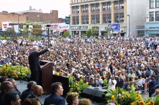Bill Clinton, shown addressing Harlem residents around the time his office opened in the area in 2001, has launched a free guide to aid the struggling New York City neighborhood.