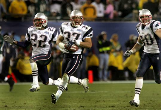 Listeners to the debut of 98.5 FM heard a replay of the Patriots' Super Bowl win over Philadelphia, sealed by Rodney Harrison's interception.