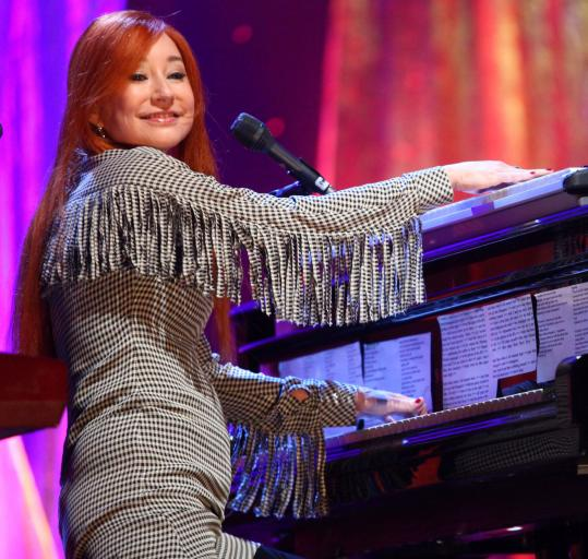 Tori Amos (performing last week in New York) played the last concert of her US tour Monday in Boston.