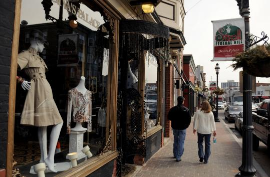 Providence's Federal Hill neighborhood is lined with funky stores, like Diva's Palace, a women's clothing shop on Atwells Avenue. The trendy, Mediterranean-style Hotel Dolce Villa is an all-suite boutique hotel on nearby DePasquale Square.