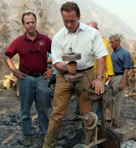 Governor Arnold Schwarzenegger lifted a dumbbell amid the charred ruins of a home in Tujunga Canyon yesterday.
