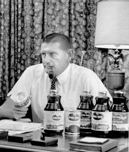 Under Mr. Gelsthorpe's watch, Ocean Spray introduced new products, chiefly a mix of cranberry and apple juices.