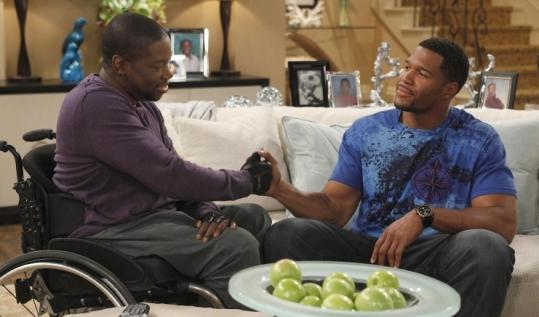 "Daryl ""Chill'' Mitchell and Michael Strahan work things out."