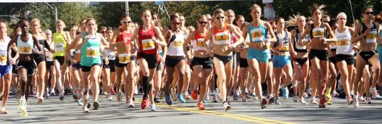 In ideal running conditions, a record field of 8,200 runners kicks off the Tufts 10K, which this year also served as the US 10-kilometer championship, attracting many top Americans.