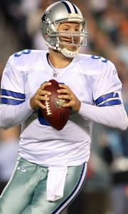 Tony Romo completed 21 of 34 passes for 307 yards and a TD as the Cowboys improved to 6-2.