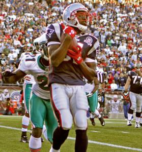 Randy Moss snags the 2-point conversion - just as Bill Belichick expected him to, considering how Miami was defending.