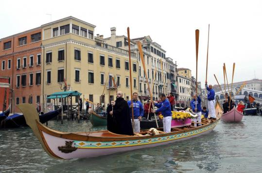 Venetians staged a mock funeral procession yesterday. Venice's population is now below 60,000, a largely symbolic threshold considered by some to signal the end of the city's viability.