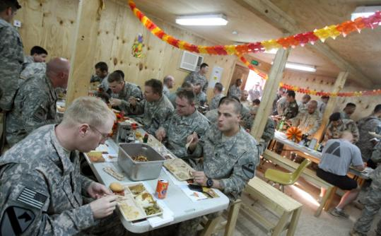 US soldiers enjoyed their Thanksgiving dinner at the joint US-Iraq army base in Tarmiyah, north of Baghdad. President Obama called 10 service members stationed in combat zones.