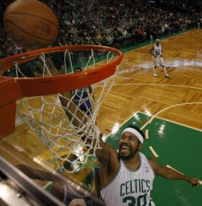 Rasheed Wallace was back in action after being ejected Friday night, scoring 10 points in the Celtics' win.